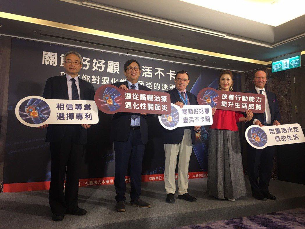 陳崇桓醫師表示,退化性關節炎不是老年人才會得的疾病。記者楊雅棠/攝影