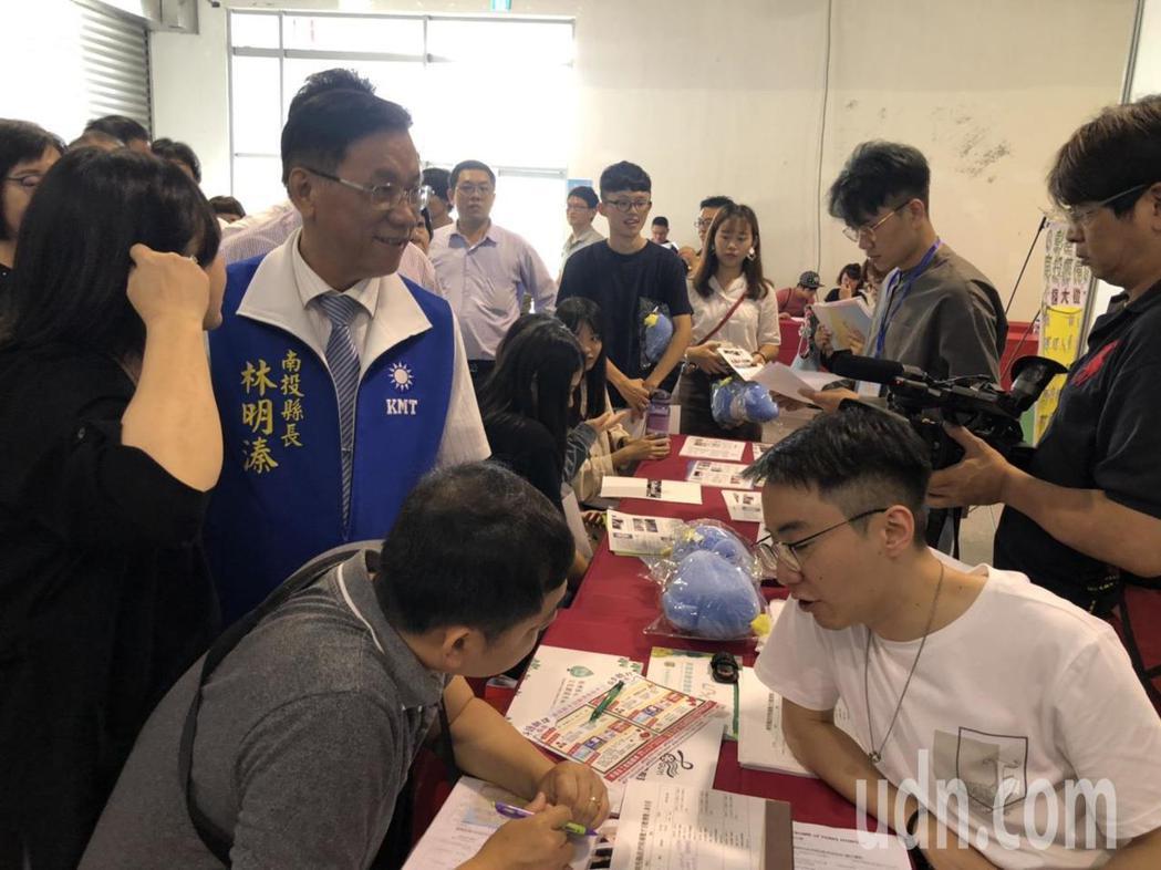 南投就業博覽會26日登場,提供2000個工作職缺,最高薪資每月70K。圖/本報資...