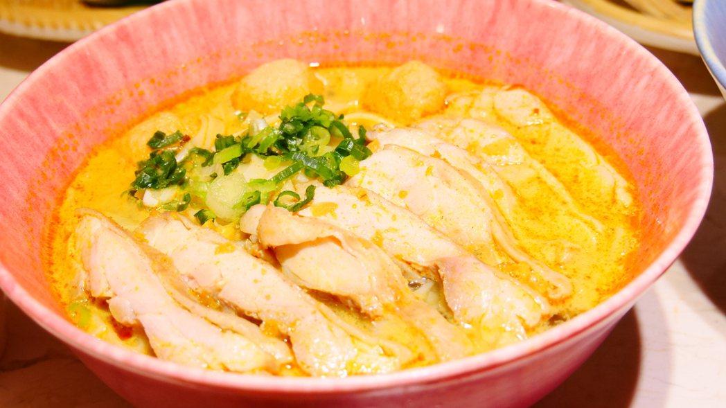 上櫃公司豆府餐飲集團今在台中市中友百貨公司美食街開出集團第6個品牌「飛機河粉」。...