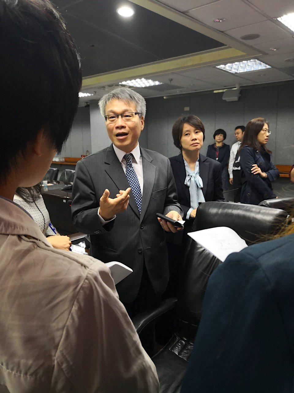 財金公司董事長林國良(圖中)看好「台灣Pay」發展前景,強調不需打掉重練。記者徐...