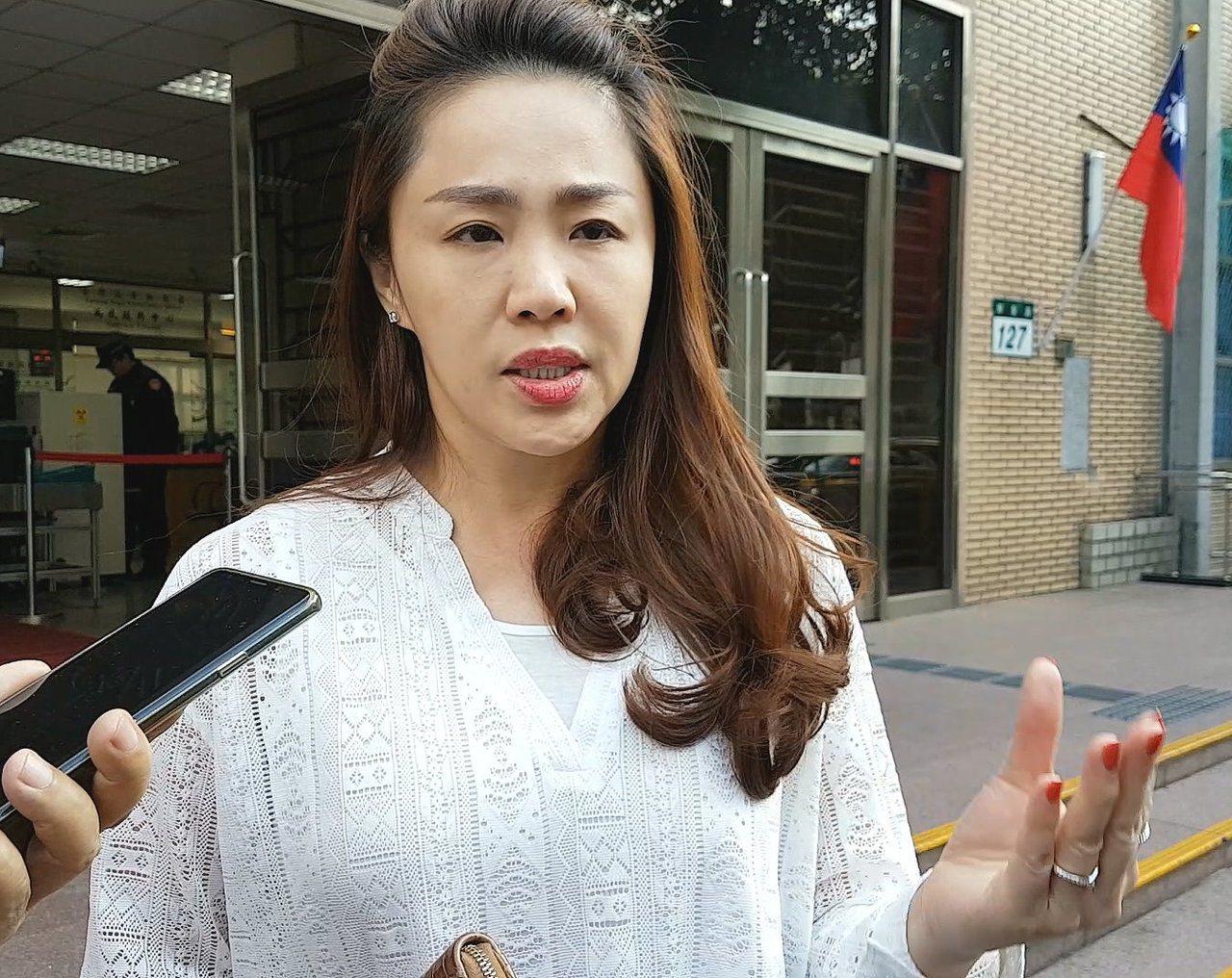 新北市前議員李婉鈺被控強制未遂、妨害公務,高等法院今開庭。她說,對身為公眾人物卻...