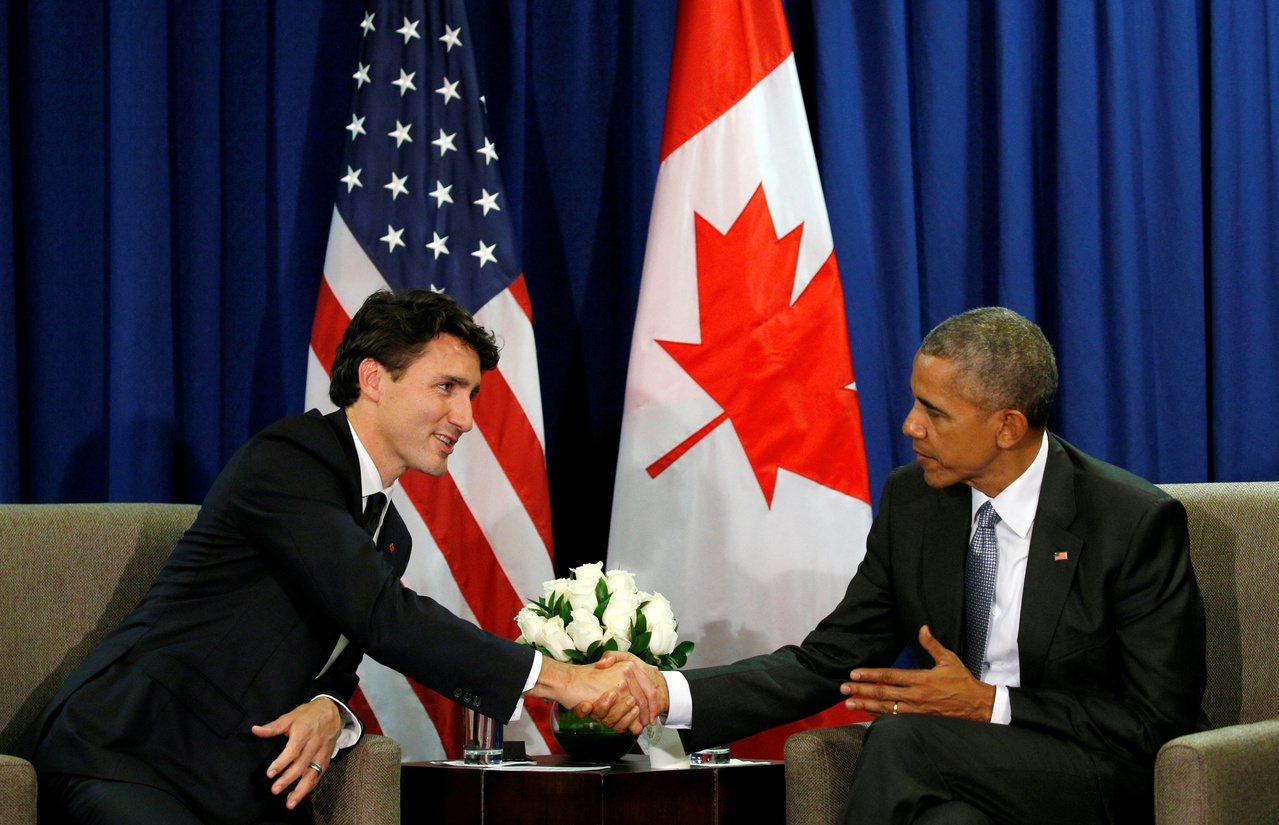 歐巴馬(右)與杜魯多(左)2016年在祕魯APEC峰會。路透