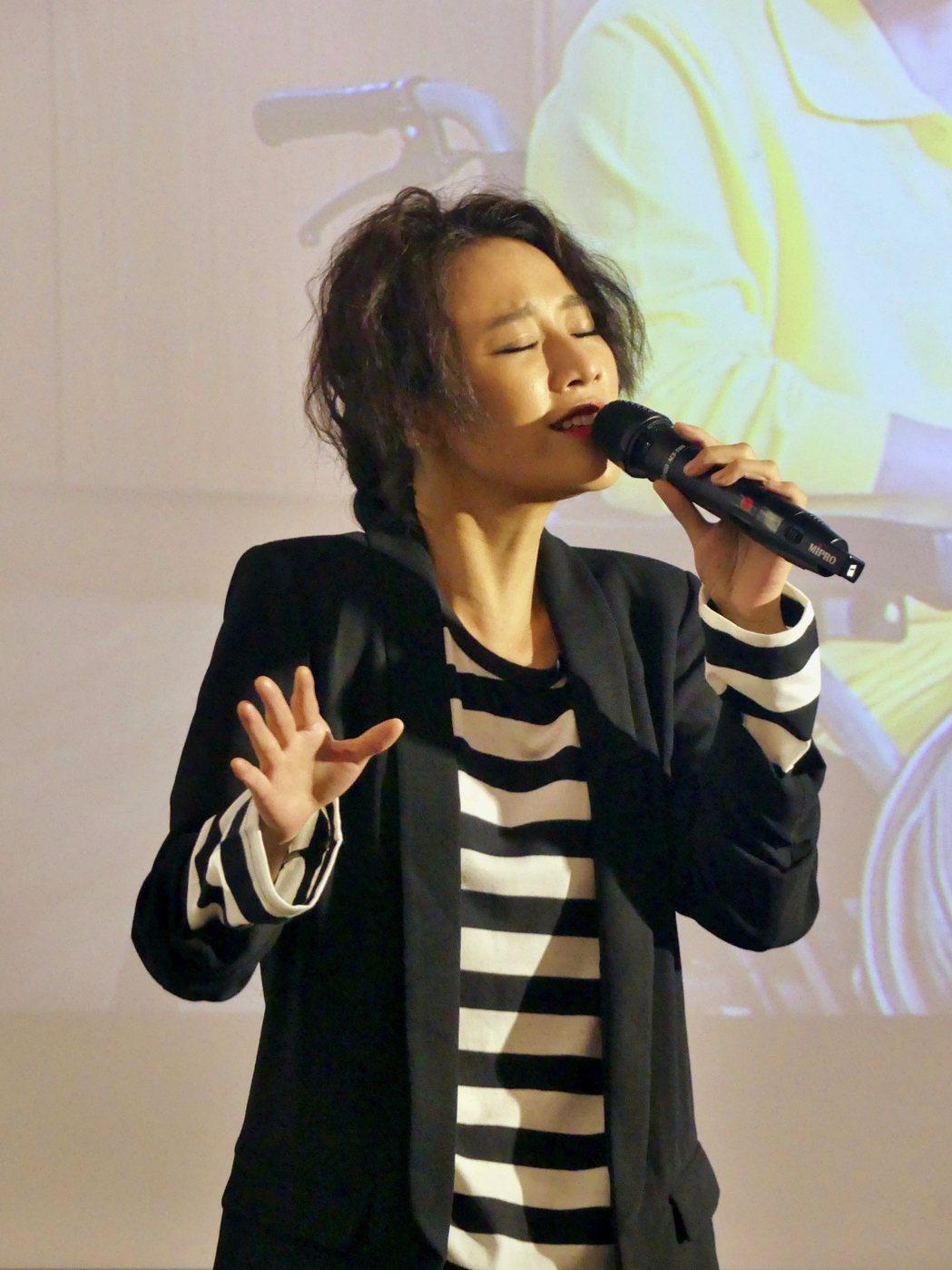 方宥心演唱新戲「烏陰天的好日子」主題曲「一定擁有的」。圖/客家台提供