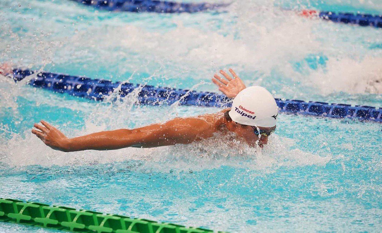 剛達奧運游泳A標的小將王星皓,上屆全運會個人比賽是銀牌,他說經過精進訓練,今年有...