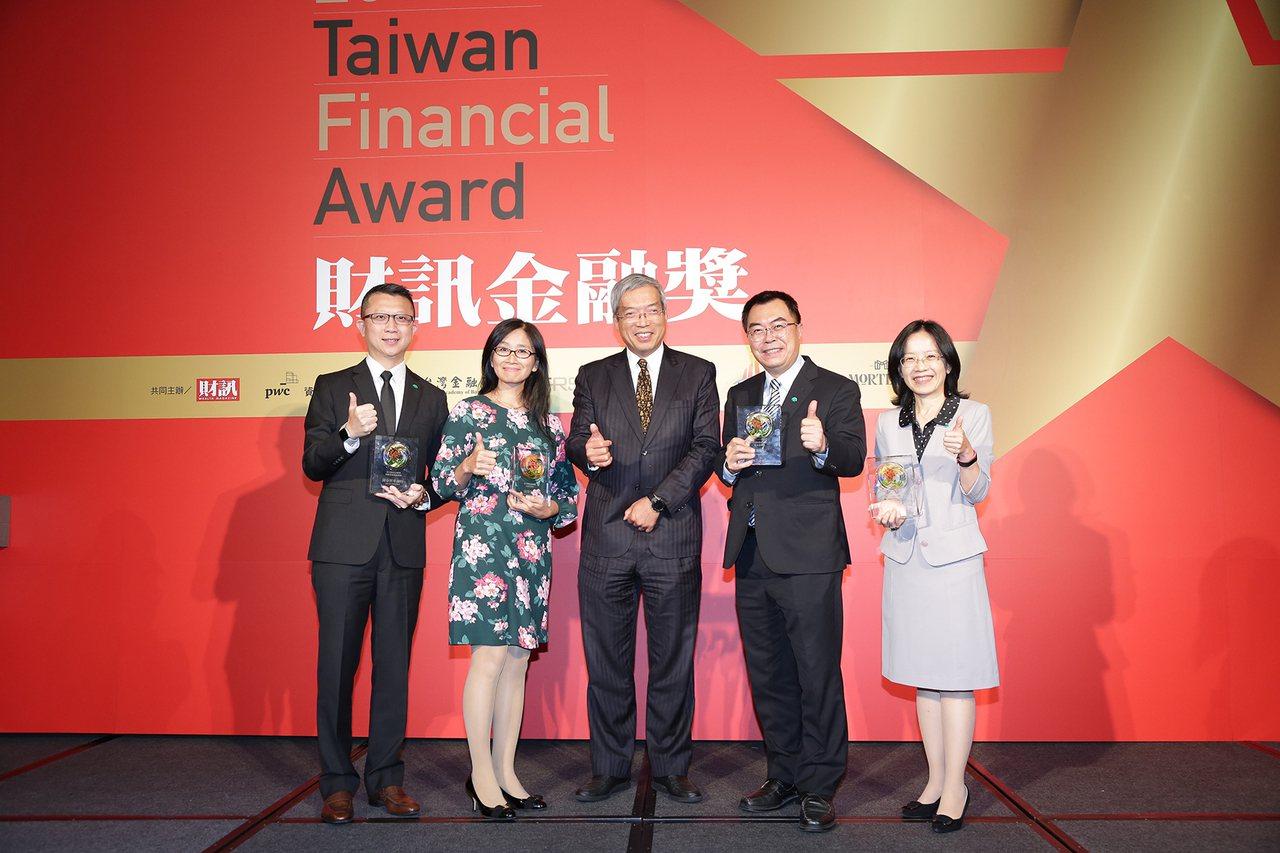 國泰金控及其子公司在2019財訊金融獎頒獎典禮獲得多項肯定。圖/國泰金控提供