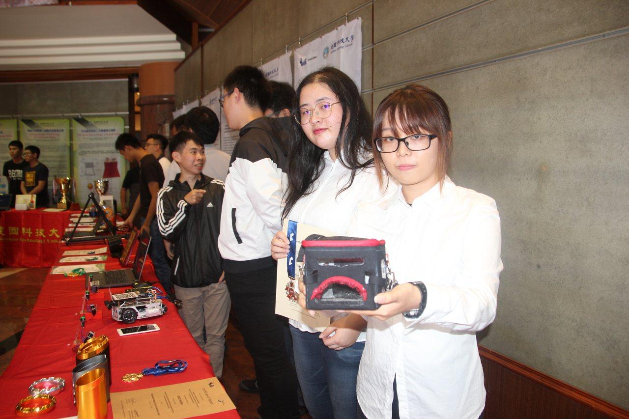 建國科大學生魏慈育、施雅欣等人在日本JDIE設計發明展中以「寵物外出袋」拿下銀牌...