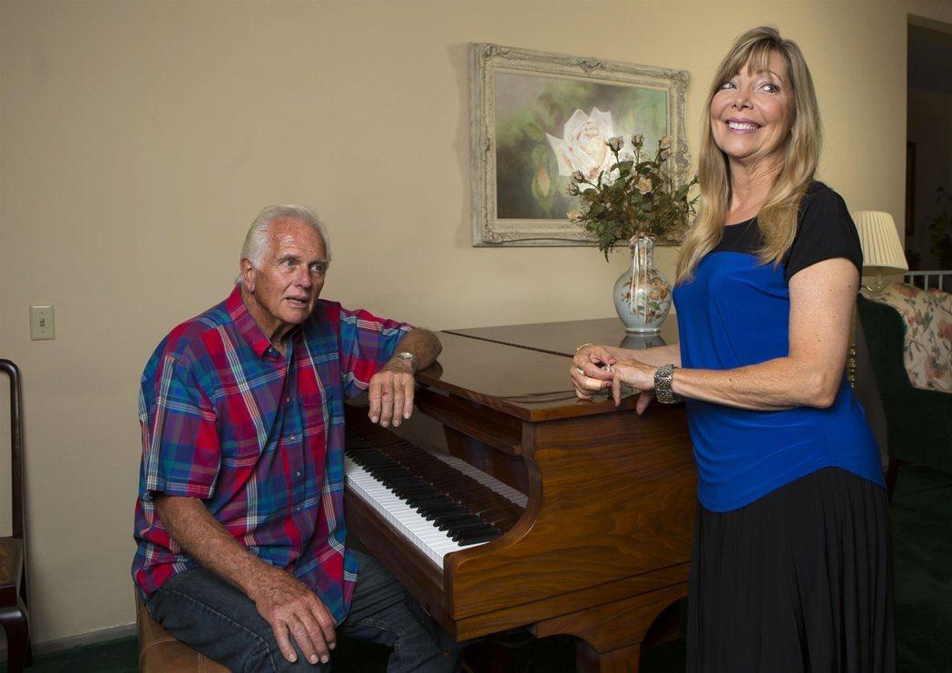 隆伊利與妻子薇樂莉5年前開心在家中受訪,5年後就發生人倫慘變。圖/達志影像