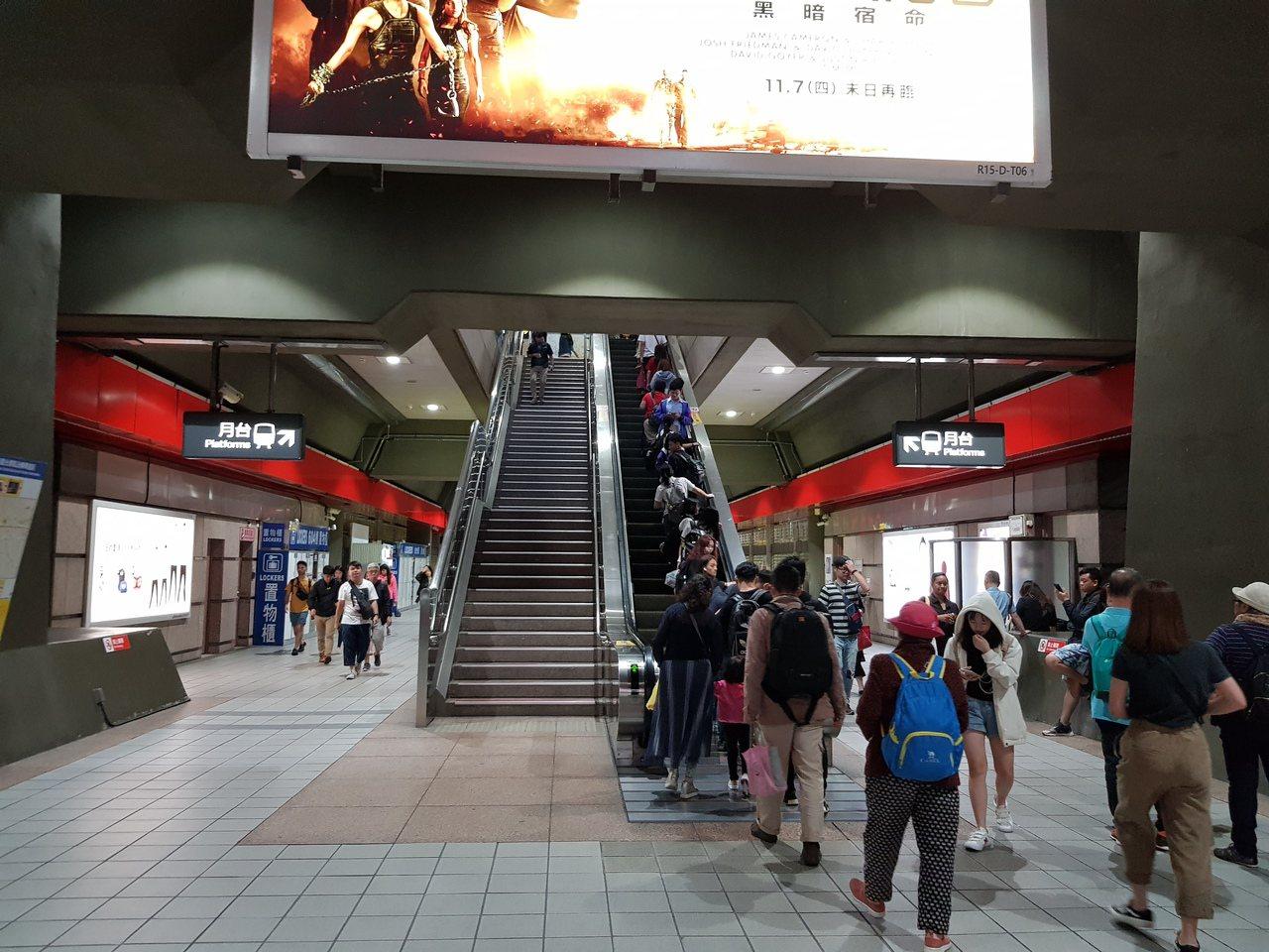 今天晚上7點44分花蓮縣東方發生規模5.4有感地震,台北捷運列車約於45分停駛約...