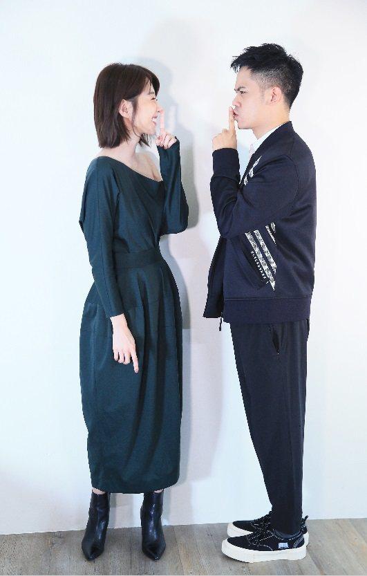 邵雨薇與李淳擺出趣味的「噓」手勢。記者潘俊宏/攝影