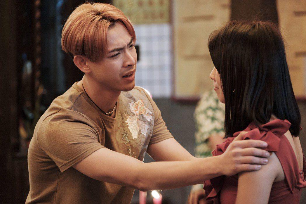 晨翔客串演出「通靈少女2」,反差性演出鄉土味十足。圖/HBO Asia提供