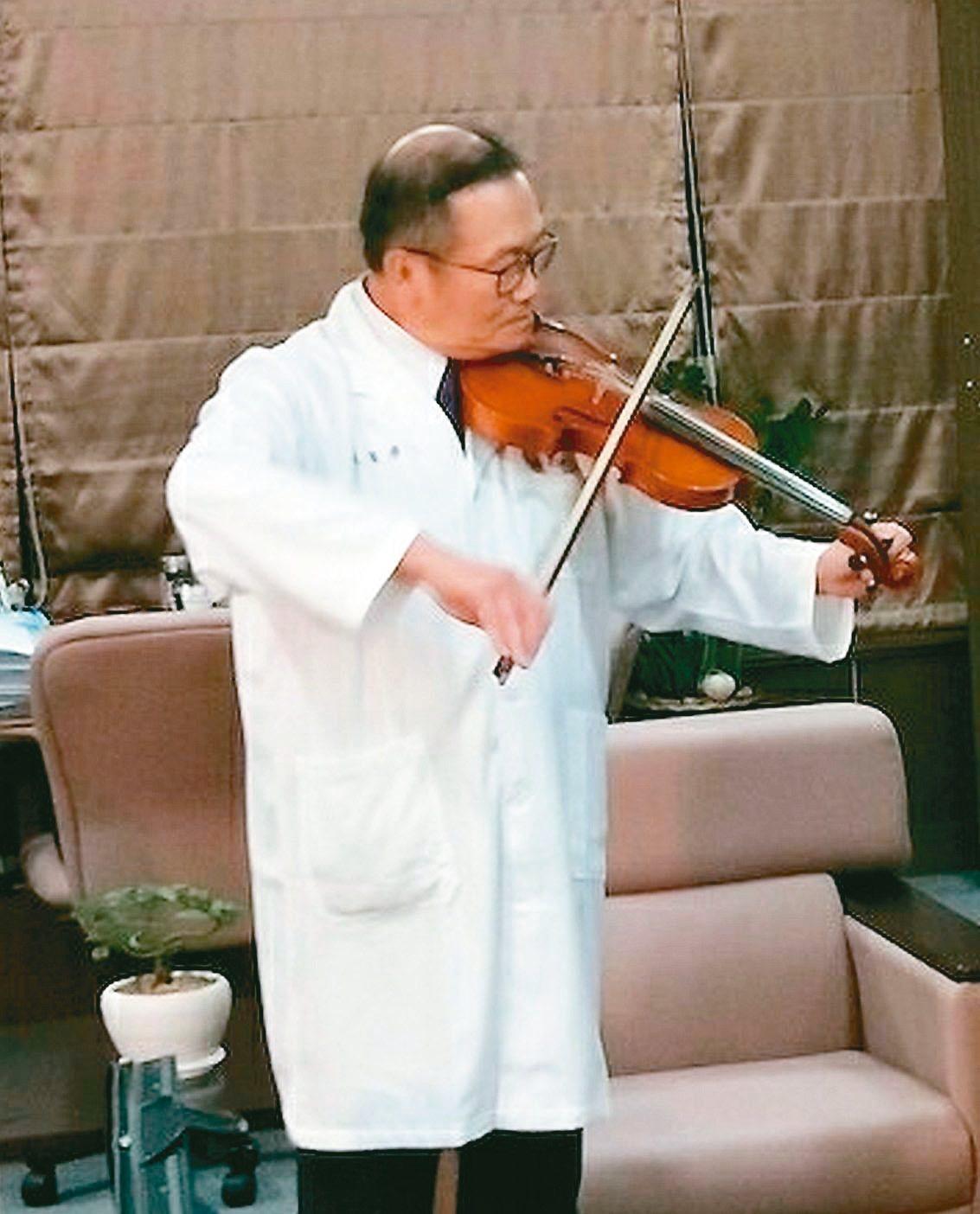 高雄義大醫院院長杜元坤,醫術獨到,琴藝也了得。 圖/義大醫院提供