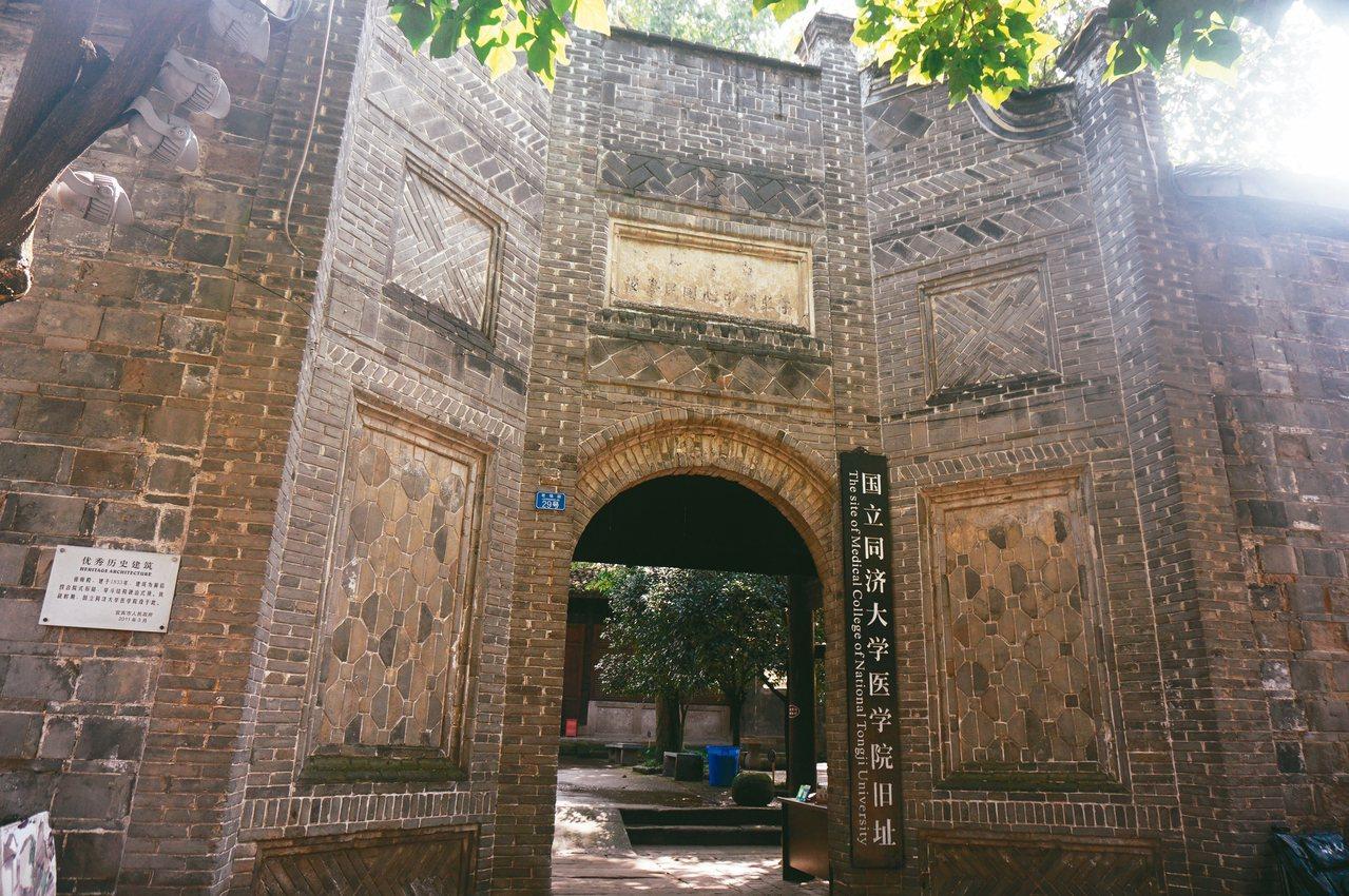 建於清代的李莊古鎮祖師殿,是抗戰時期同濟大學醫學院舊址。 記者胡明揚/攝影