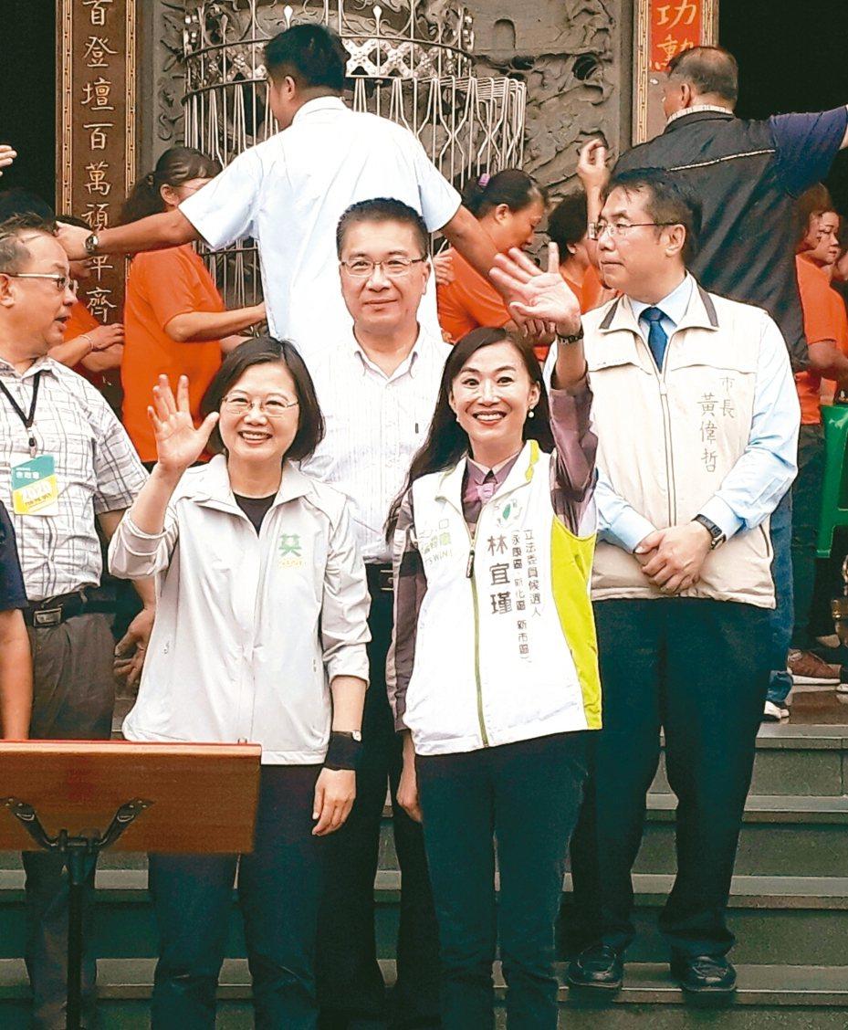 林宜瑾(右)有小英總統站台大力推薦。 記者周宗禎/攝影