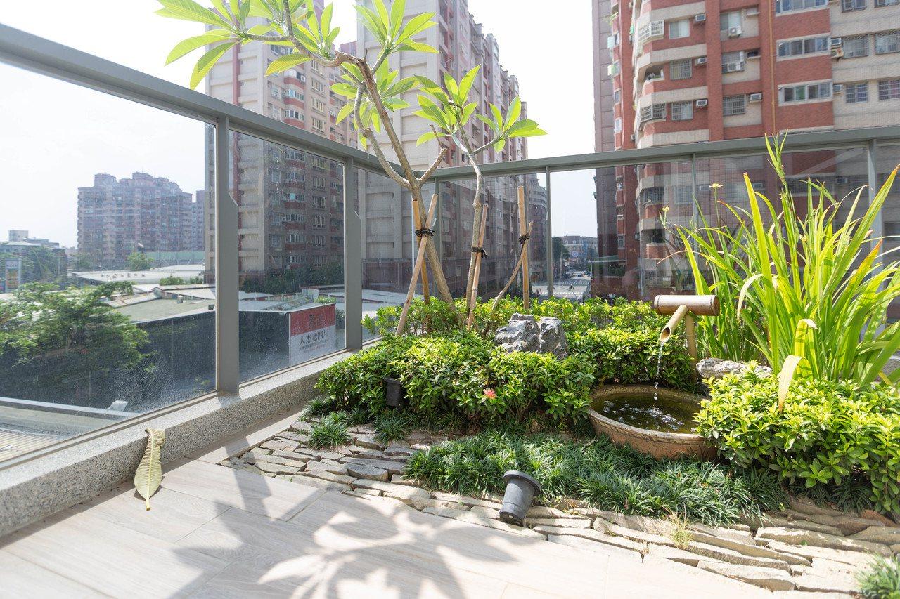高雄市政府推動的「高雄厝」綠建築,屋頂有綠化。記者蔡孟妤/攝影