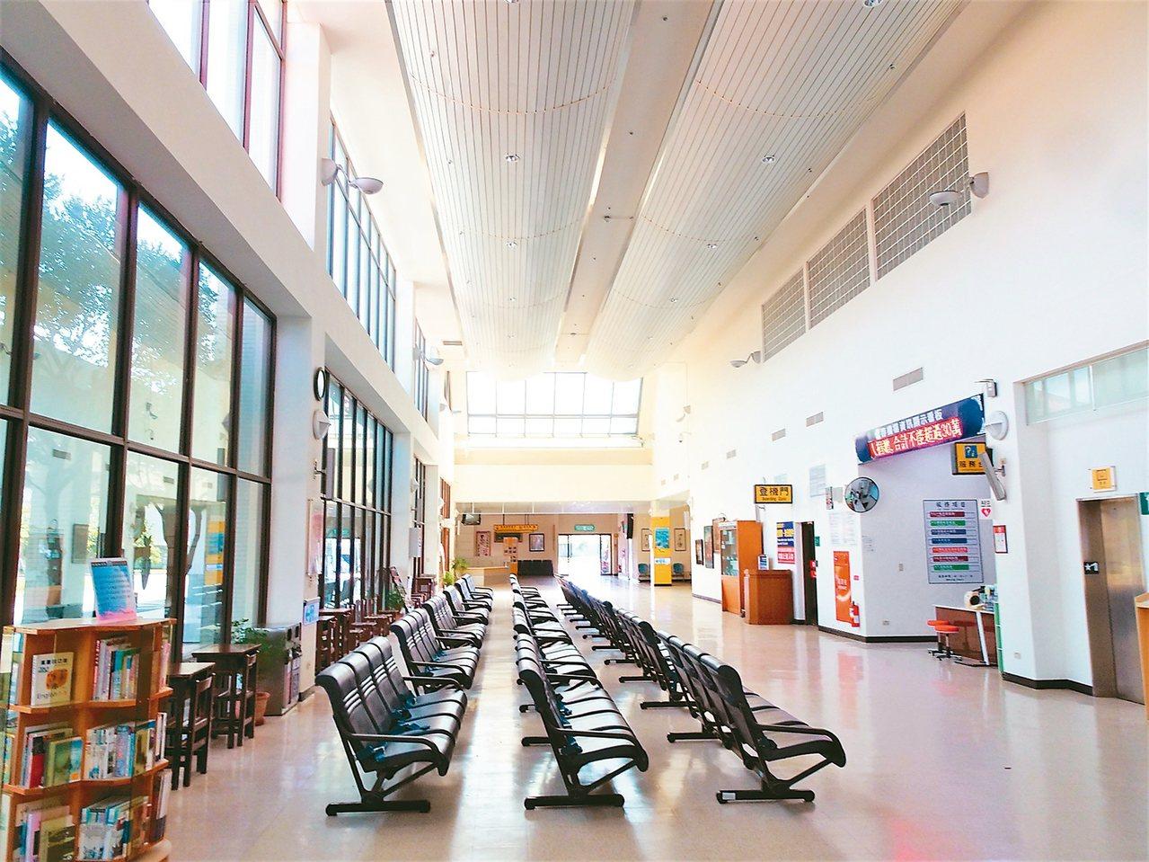 恆春機場受高鐵營運和天候影響起降等因素,2014年9月停飛,衍生存廢爭議迄未開航...
