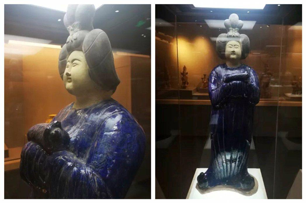 這尊唐三彩女俑一張柿餅臉配上鬥雞眼,被嘲諷大大突破了唐代審美下限,且陶胎上的洋藍...