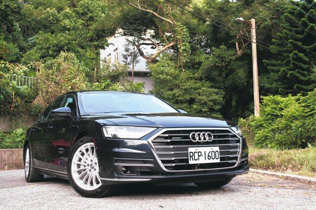 有「神盾級總裁座駕」稱號的The new Audi A8L。 圖/陳志光