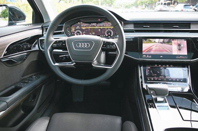 在智能尖端科技加持下,全新Audi A8駕駛艙全然展現一部科技旗艦座駕的樣貌。 ...