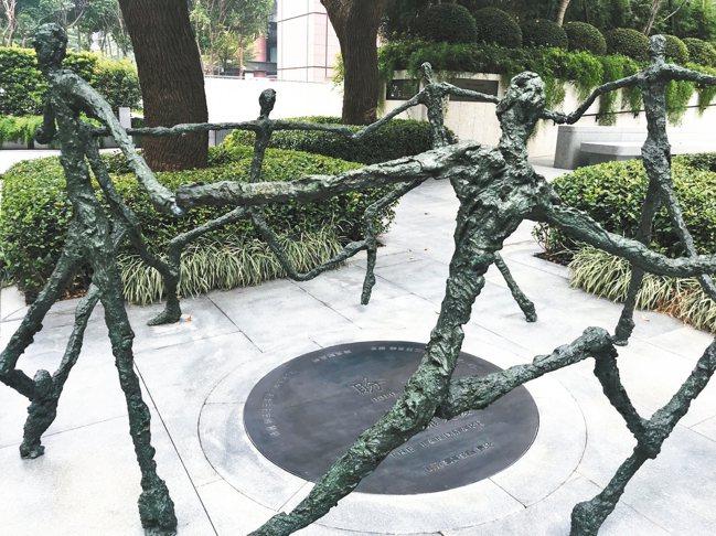 聯聚中雍 感性設計收藏時光膠囊的時光紀念碑。 記者游智文/攝影