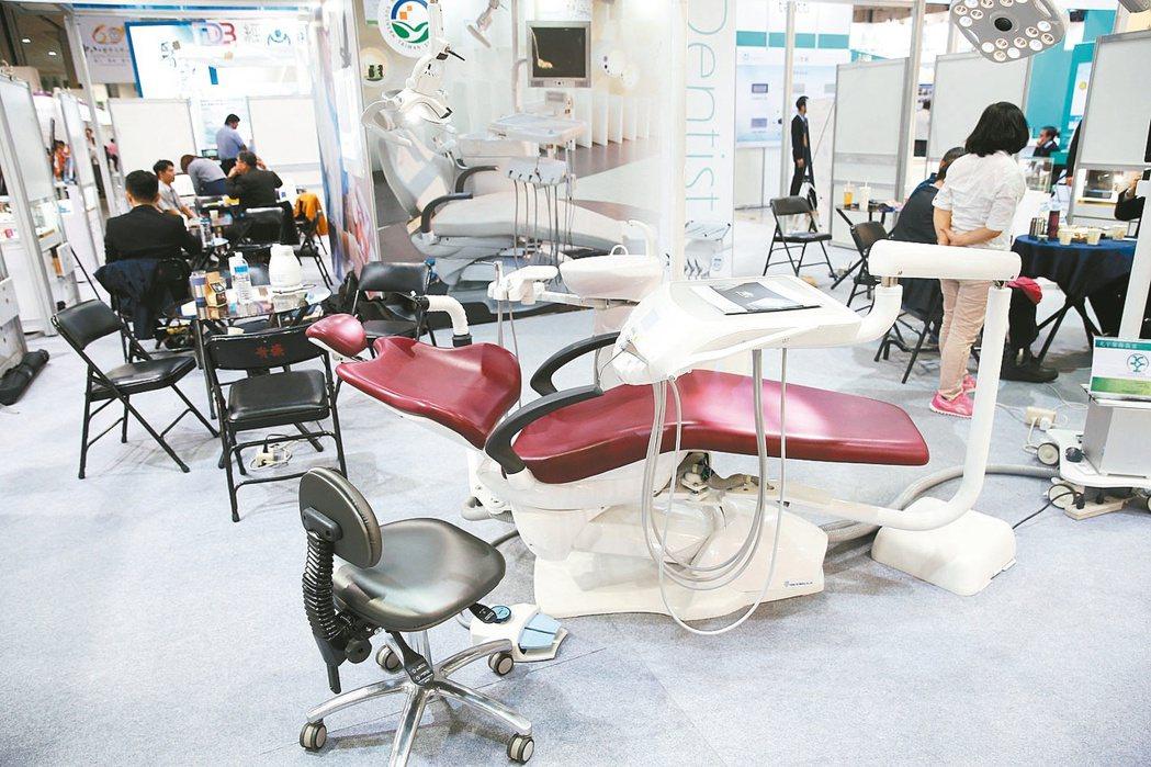 圖為台灣醫療科技展,現場展示各種醫療器材和電子化設備。圖/聯合報系資料照片