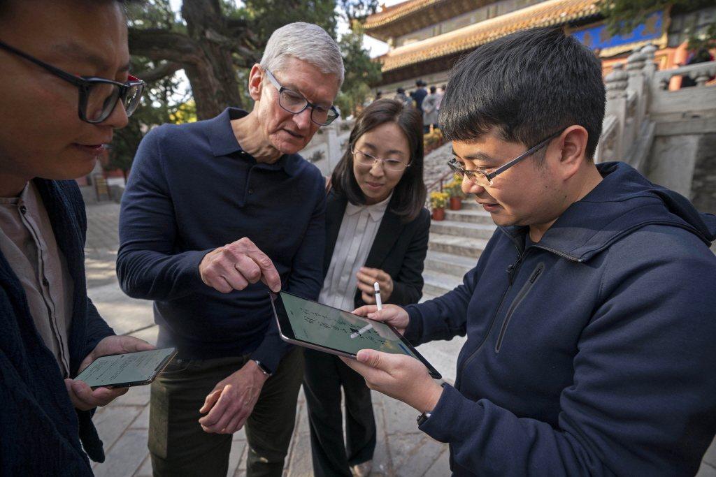 美國蘋果公司執行長庫克訪問北京。美聯社(聯合報資照片)
