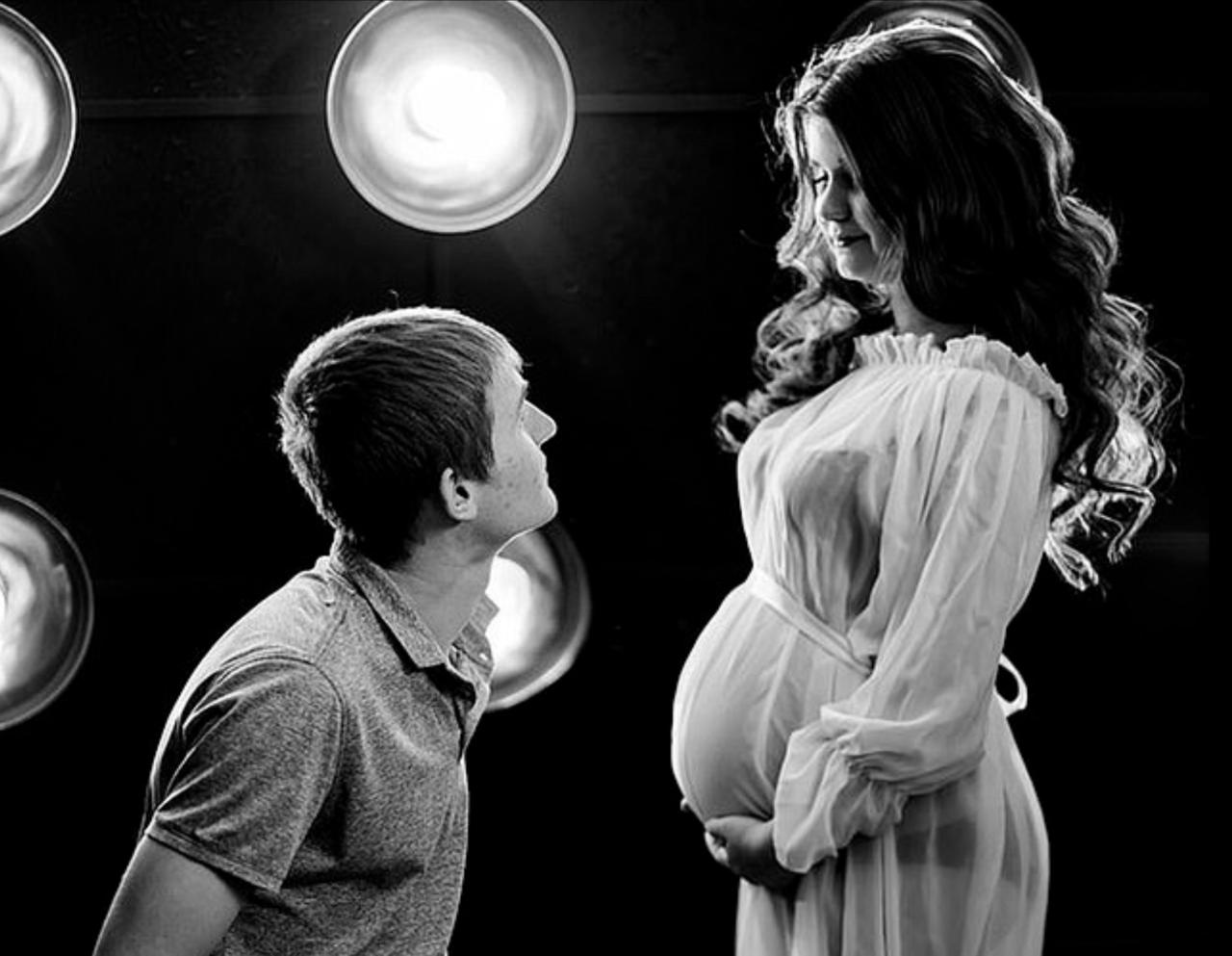 俄羅斯產婦愛麗莎(Alisa Tepikina)在懷孕期間與老公一同合照,如今腹...