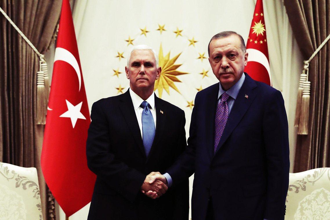 美土友好?土耳其總統厄多安17日表示,在美國副總統彭斯的強力調停下,土耳其同意「...