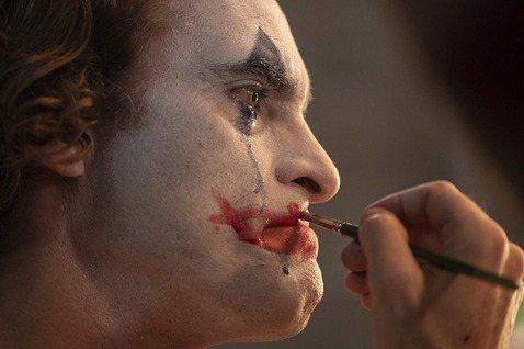 Amazing/《小丑》:這個吃人社會,就是精神疾病製造商