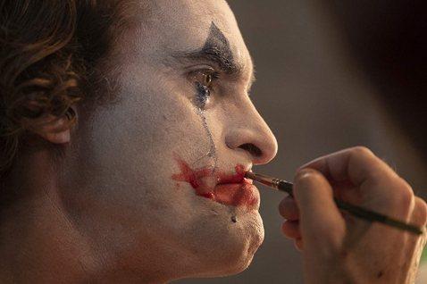 《小丑》:這個吃人社會,就是精神疾病製造商