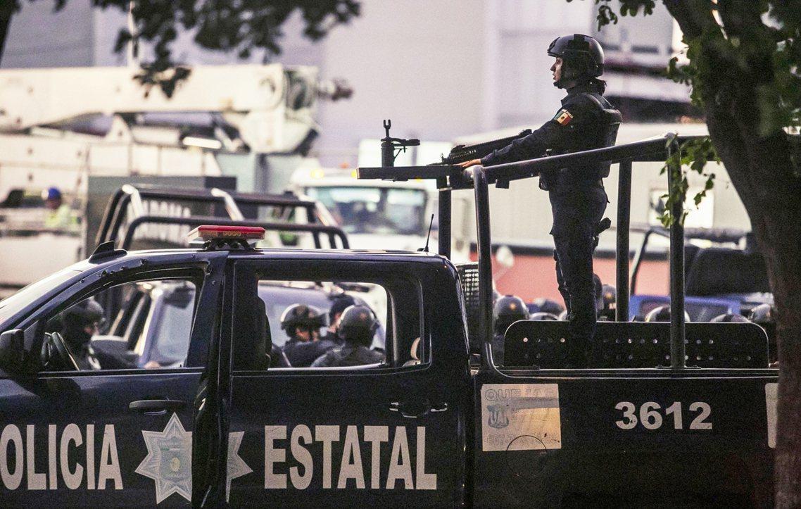 墨西哥國家安全部對外表示:「考量目前事態嚴重,為了保護庫利亞坎無辜市民,軍警決定...