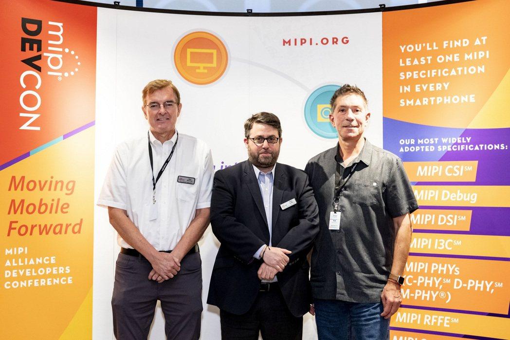 MIPI車用電子工作小組主席Matt Ronning(左起)、_MIPI聯盟董事...