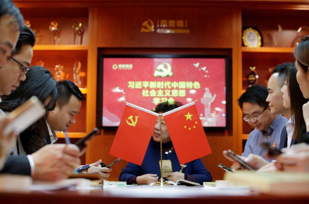 中共宣傳單位出品的「學習強國」應用程式,內容主要為習近平談話內容與中共政令宣導。 圖/路透社