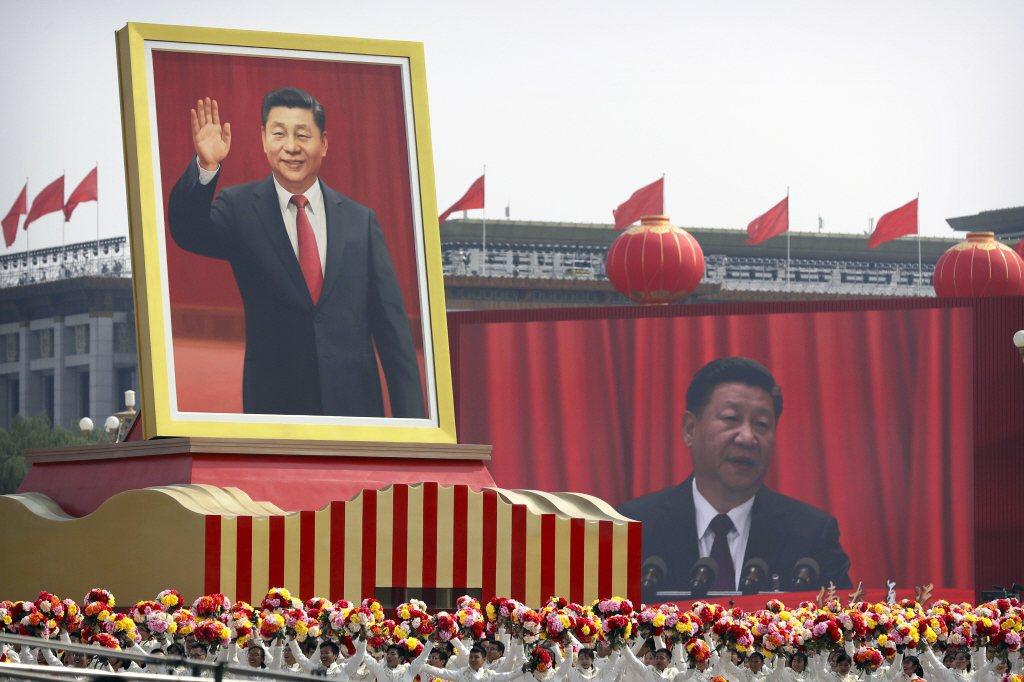 中國內外許多人士批評學習強國具有強烈意識形態和習近平崇拜,有如現代版的毛語錄。 圖/美聯社