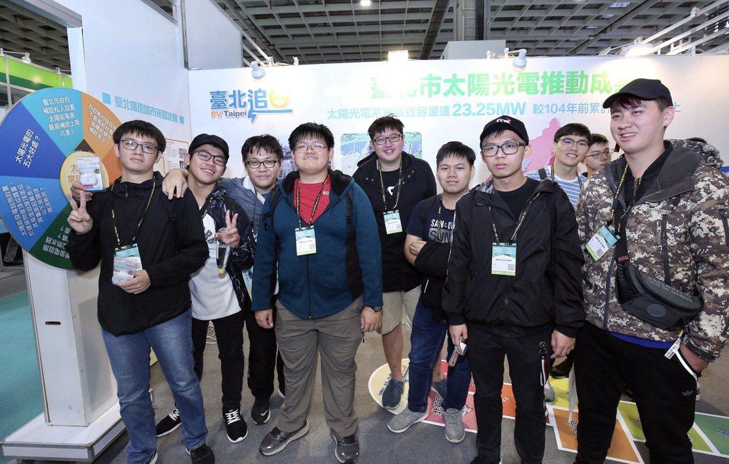 臺北市政府追日計畫成果展,民眾熱情參與。 臺北市政府產業發展局/提供