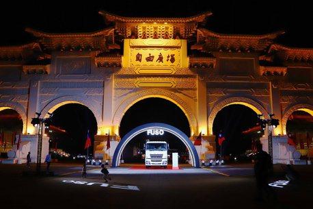 台灣商用車界奧斯卡頒獎典禮!Fuso霸氣送出6.9噸油電混合卡車