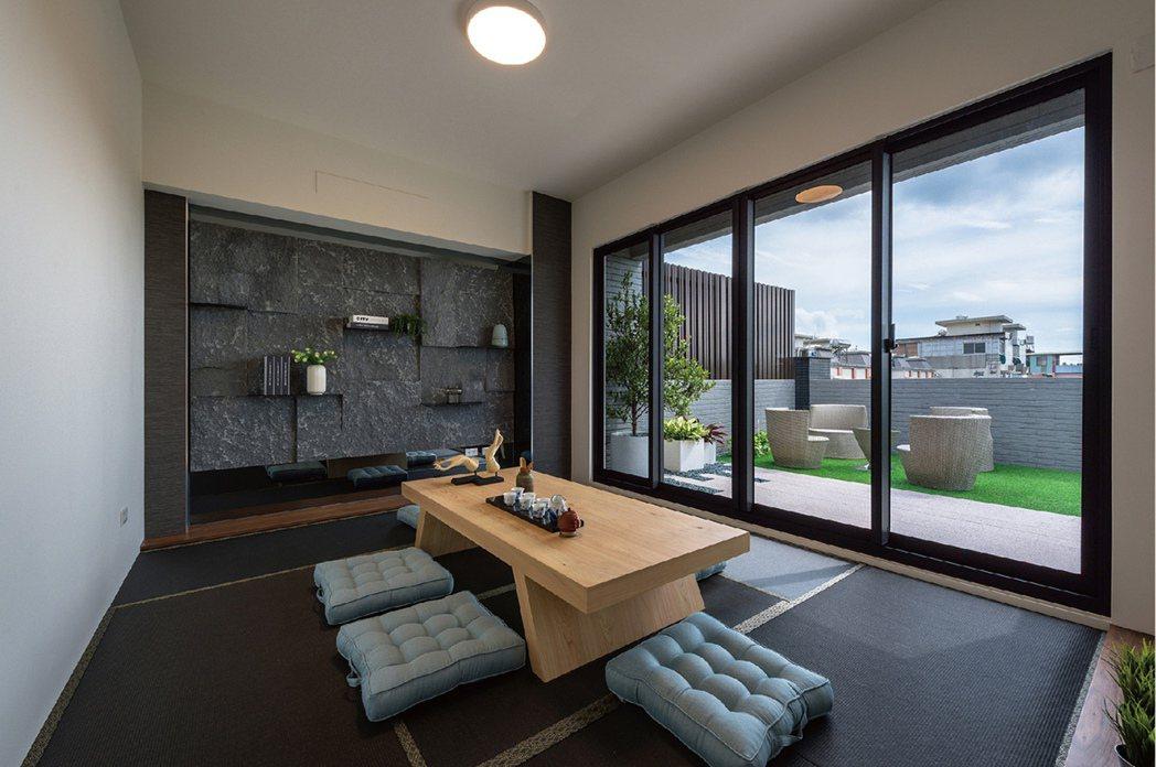 頂樓可供神明廳使用,亦或規劃多功能休閒空間、家庭書房、工作室。圖片提供/耀順開發