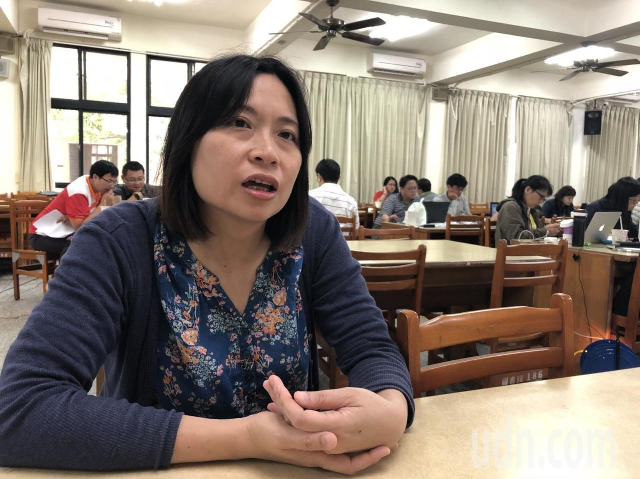 服務於台北市立麗山高中、借調國教署的藍偉瑩執教資歷20餘年。記者王慧瑛/攝影