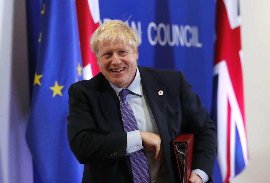 強森向歐盟爭取到英國脫歐的新協議,如今仍將回國面對國會可能倒戈相向的現實。美聯社