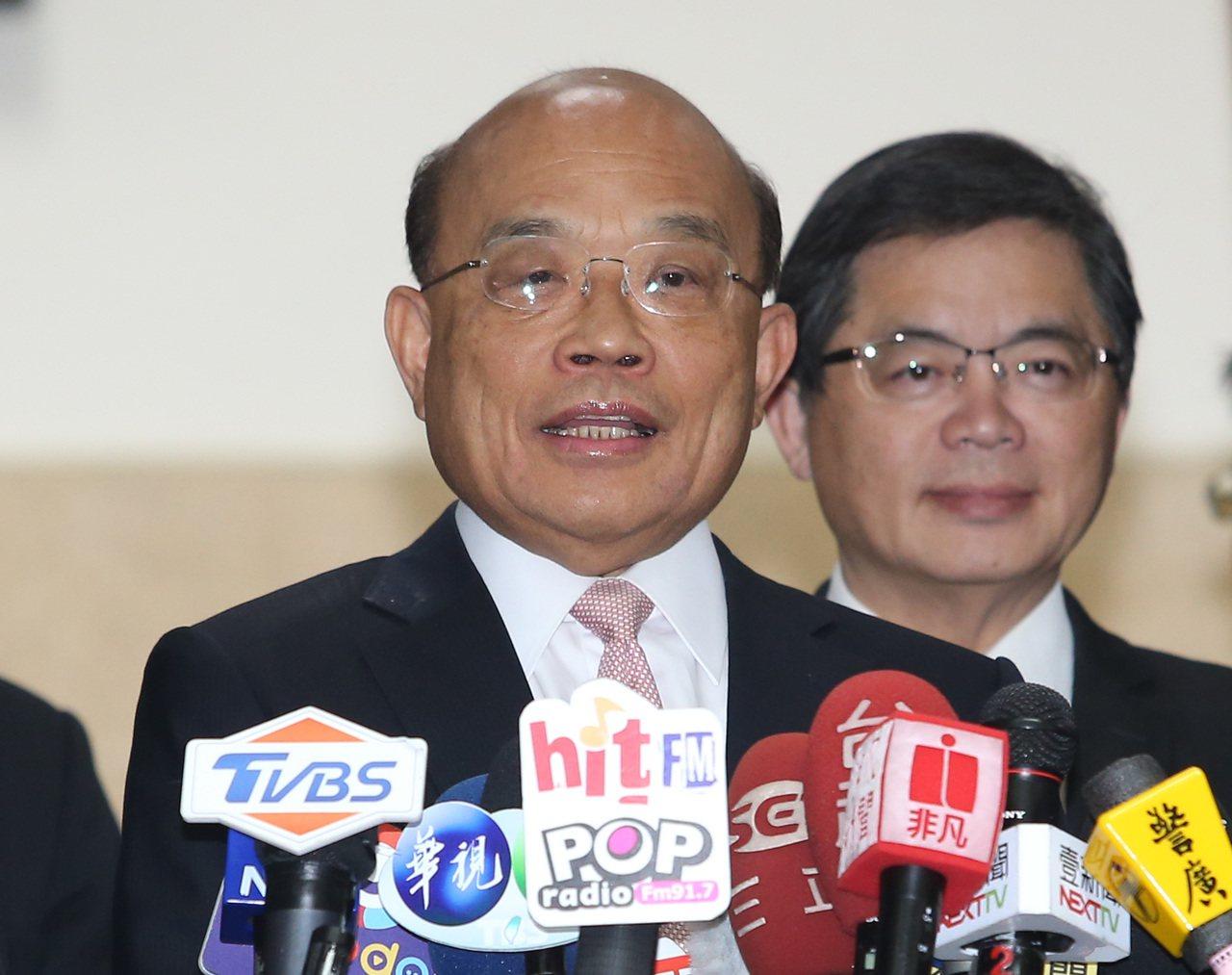 行政院長蘇貞昌上午出席立法院院會,會前受訪時砲轟國民黨總統參選人韓國瑜的政見反覆...