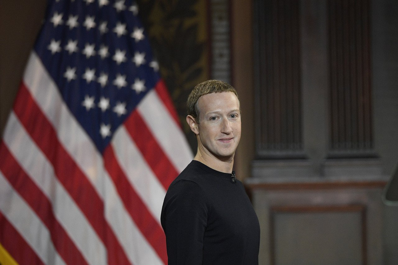 臉書創辦人兼執行長查克柏格17日在華府喬治城大學演講。 美聯社