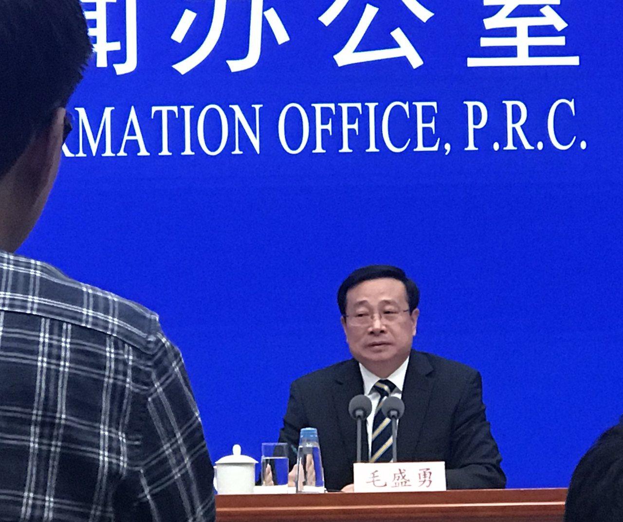 大陸統計局今天舉行發布會,媒體集中詢問經濟下滑的問題。特派記者陳言喬/攝影