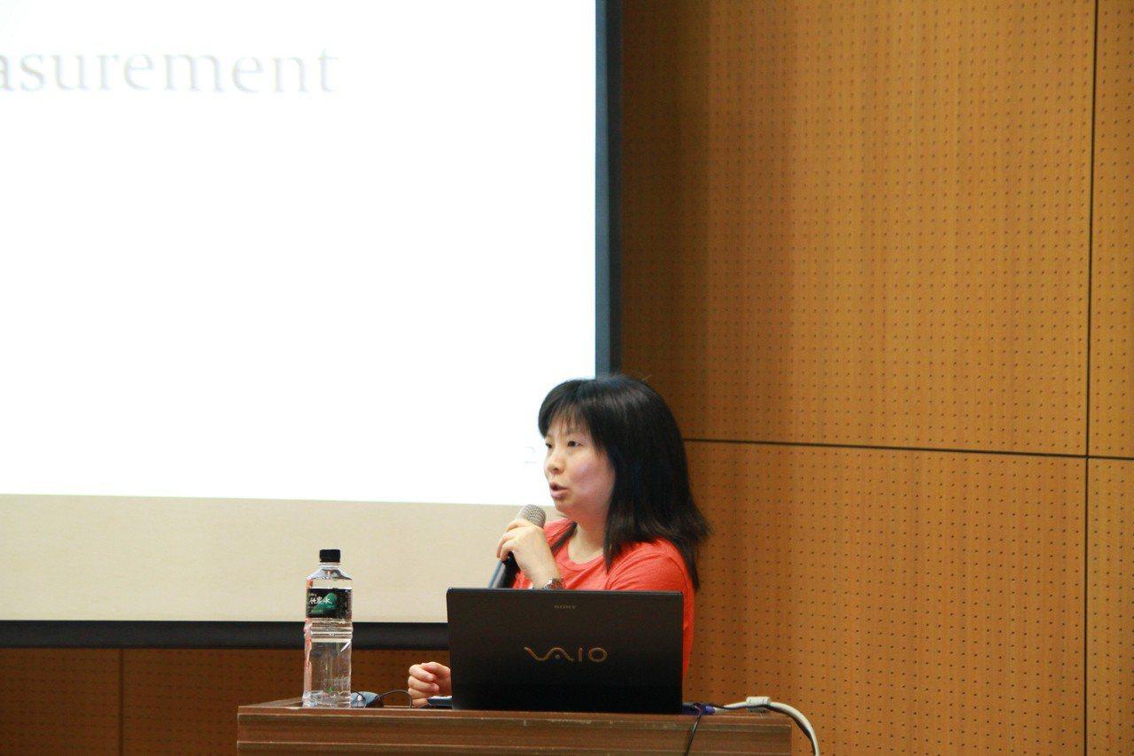 紀佩綾鑽研電信工程,目前致力於5G相關研究。圖為她日前在台大電信所的演講照片。圖...