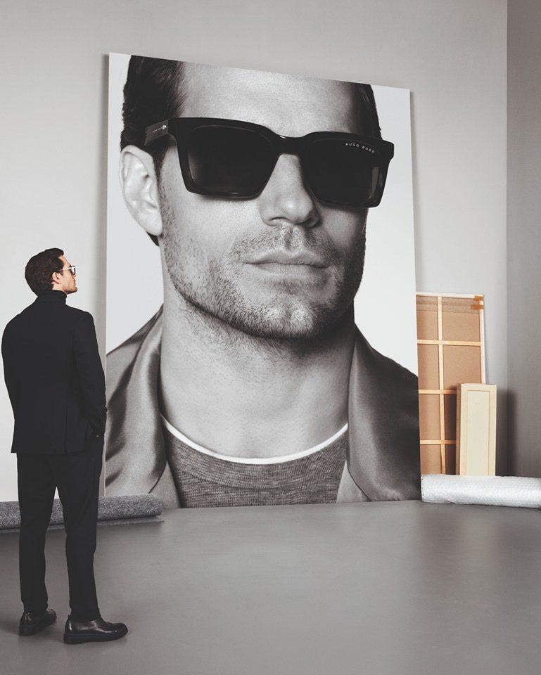 英國男星亨利卡維爾為時尚品牌BOSS的眼鏡產品代言人,因此受邀到上海欣賞2020...