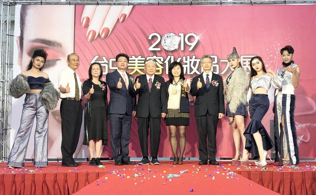 「2019台中美容化妝品大展」,今(18)日起至21日在台中世貿中心盛大登場。記...