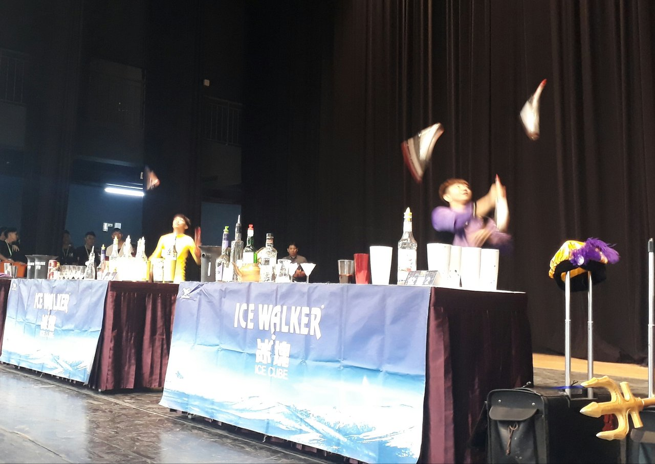 「樽鼎盃」餐飲與服務大賽花式調酒賽,全台好手精彩競技。記者周宗禎/攝影