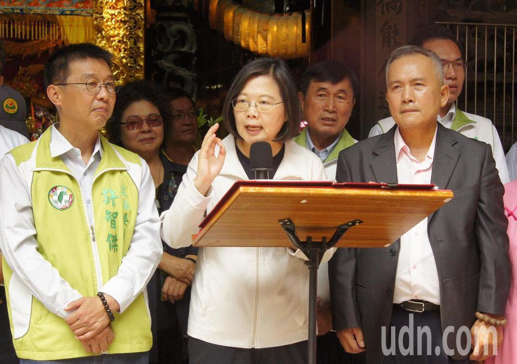 她向支持者她提出,台灣是「最穩定的經濟體」,有不少台商要回台投資。記者林保光/攝...