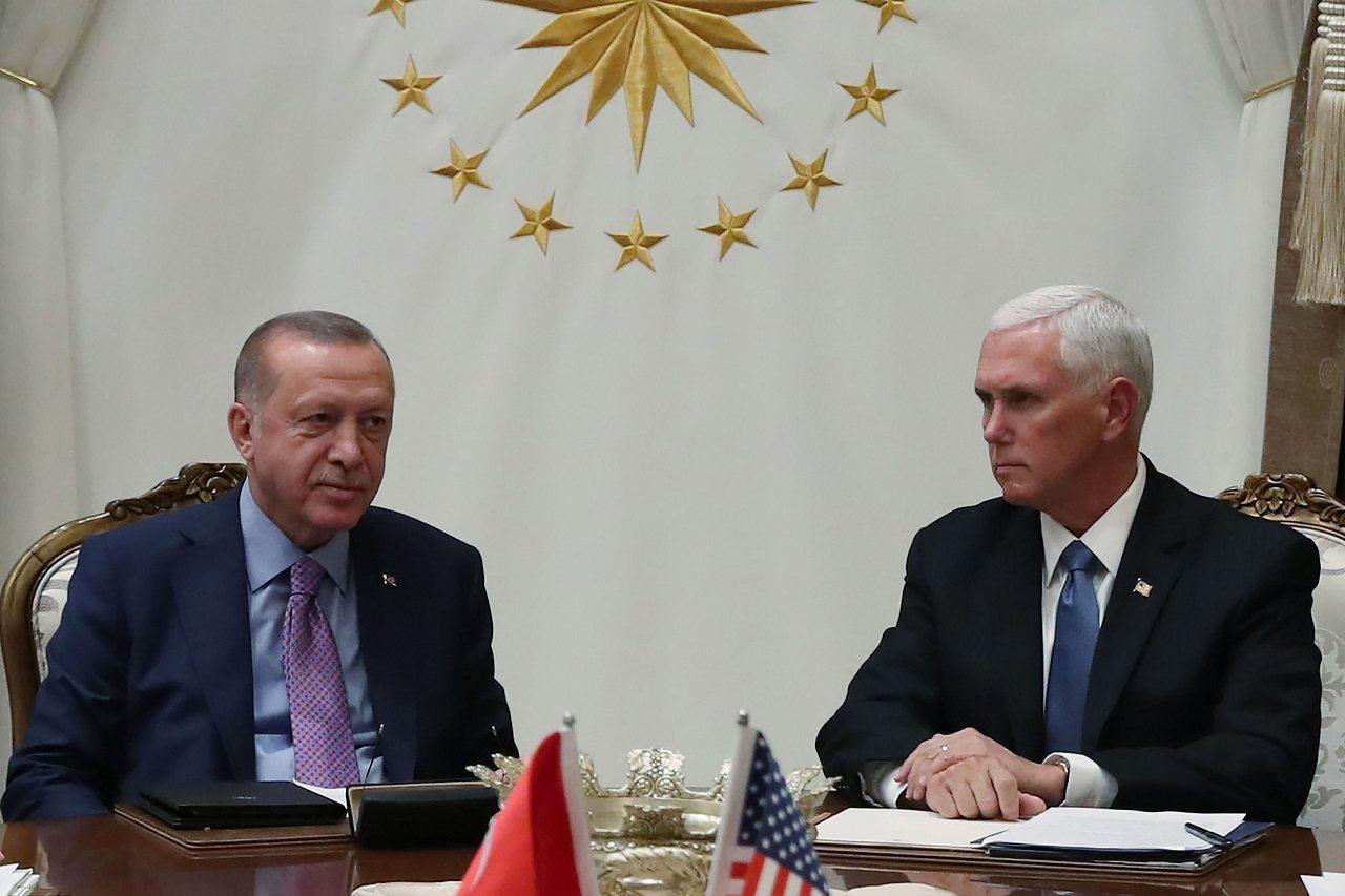 美國副總統潘斯17日赴土耳其首都安卡拉會晤土國總統厄多安,雙方並敲定敘北停火5日...