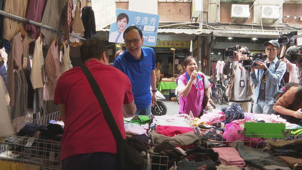 新北市前市長朱立倫今天陪同國民黨立委李彥秀掃街拜票。記者徐宇威攝影