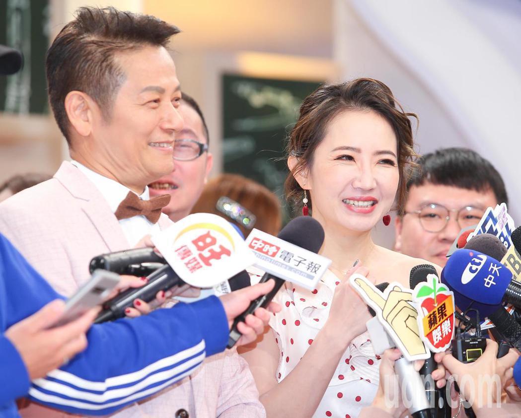 謝忻(右)與徐乃麟(左)一同出席新節目記者會。記者余承翰/攝影