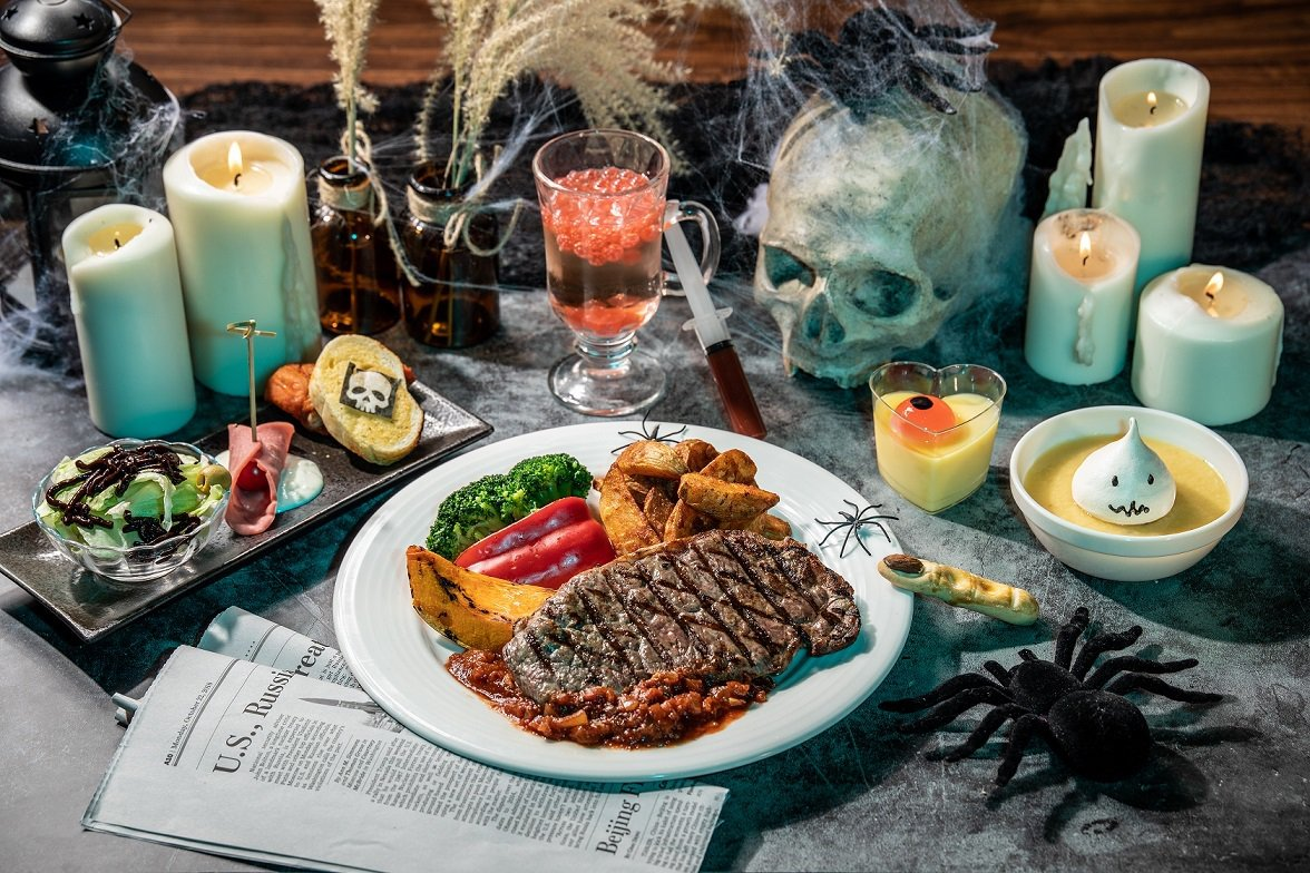 在惡靈餐廳可以邊看百老匯等級表演,邊品嚐膽戰魂飛特餐。圖/六福村提供